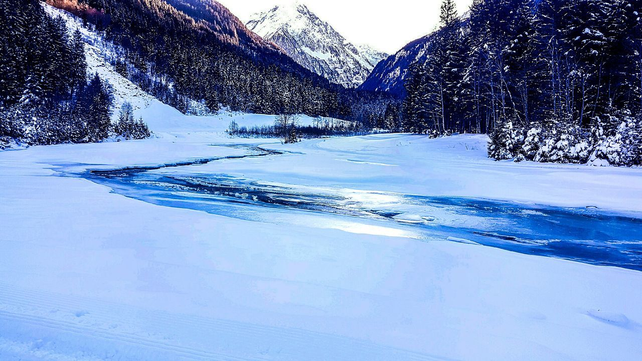 Blue Water Sky No People Nature Outdoors Day Trees And Nature Nature Photography Natur Pur :)  Snow ❄ Lights Sunshine Snowflake Mountain River Tree Beauty In Nature Cold Temperature Icicle The City Light