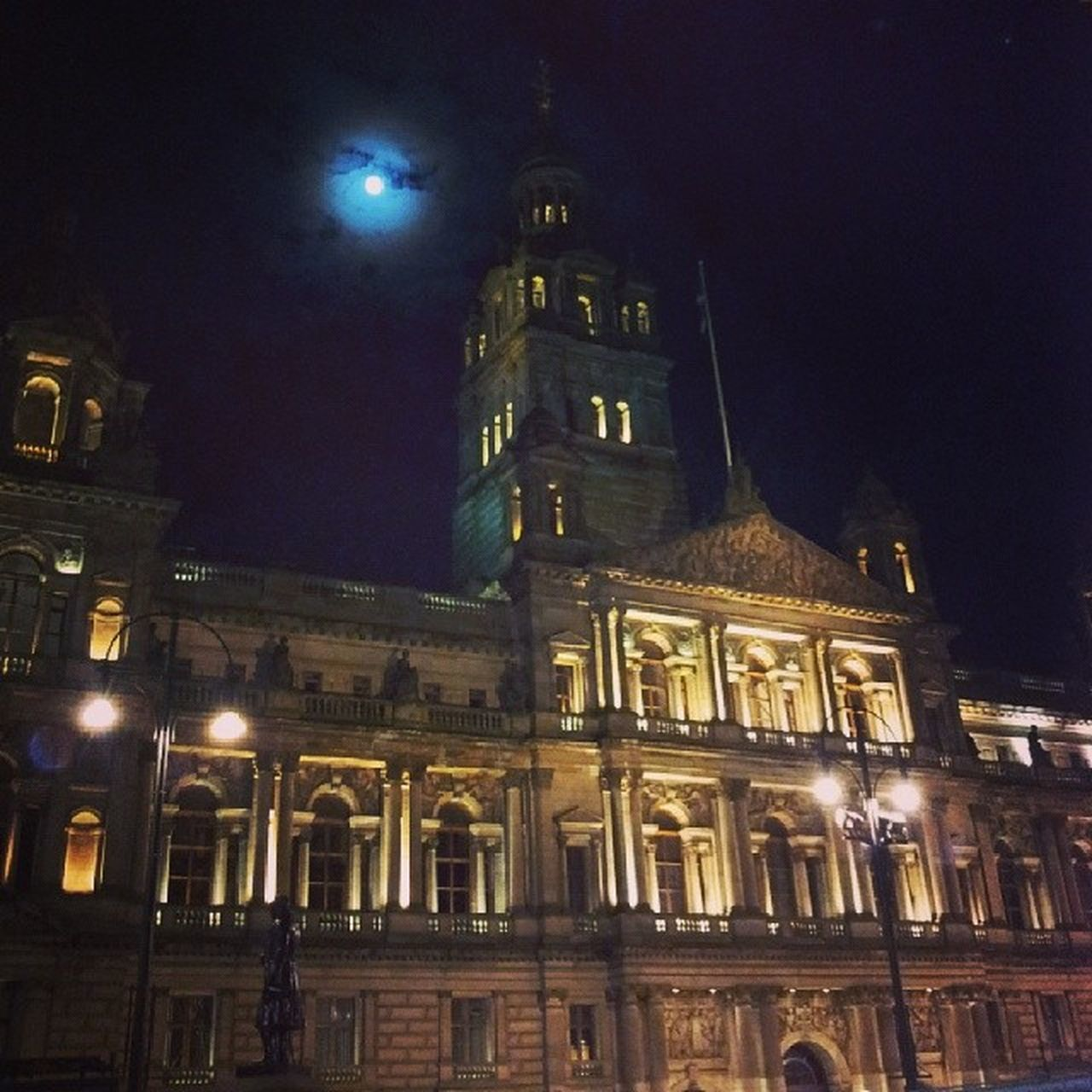 Glasgow  CityChambers Georgesquare Moonlight
