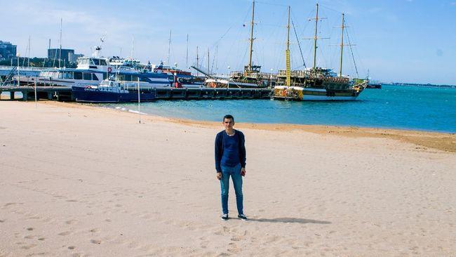 Sea Summer Hello World