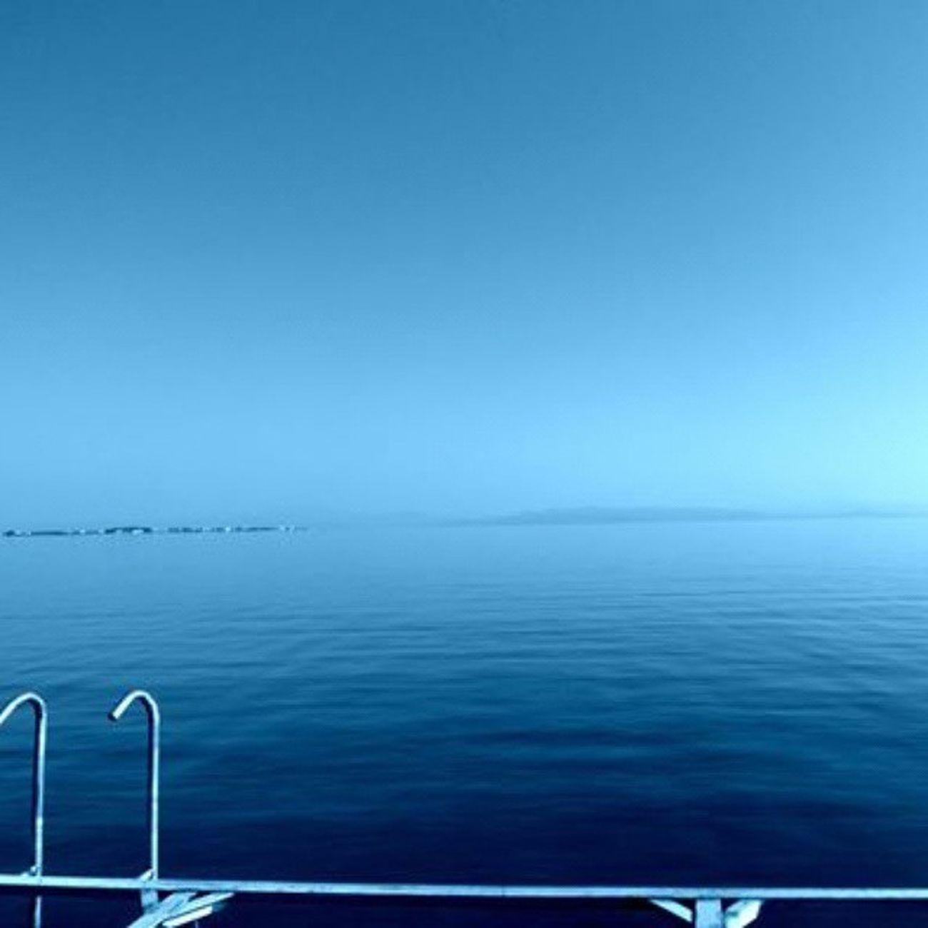 Uçsuz bucaksız gibi gözüken ama ucu bucağı olan deniz 💧👓🌊☀Egedenizi Egesea Myhome Pier iskele sea mavi deniz summer blue perfect sonsuz denizdurgunken summerday Kemerköy Turkey nofilter noeffect