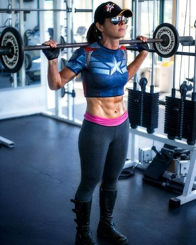 Fit women Portrait Workoutmotivation Portrait Of A Woman Body & Fitness Photography Gym Fitnessmodel Fitness Gym Time