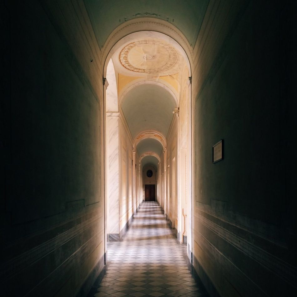 The secret hallway NEM VSCO Submissions AMPt - Vanishing Point NEM Submissions