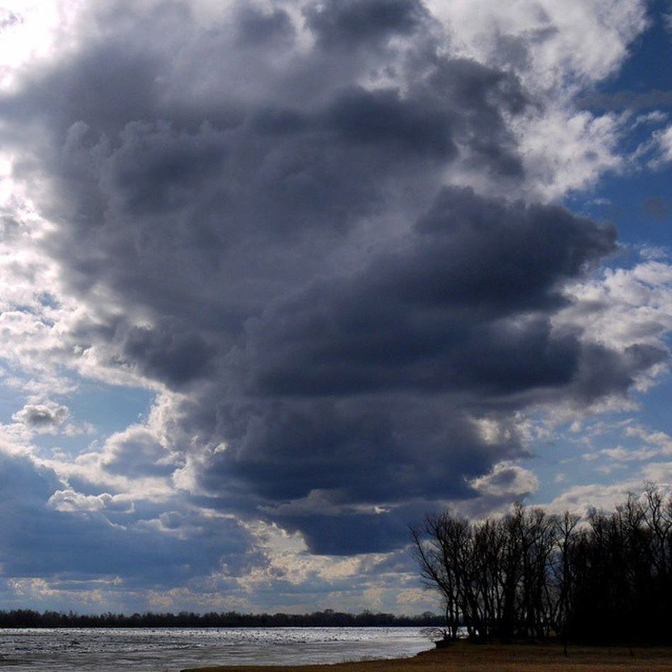омск сибирь весна апрель  ледоход сумрак мгла небомореоблака бурянебомглоюкроет Omsk Siberia Skyseacloudes Debacle Twilight Darkness River Clouds