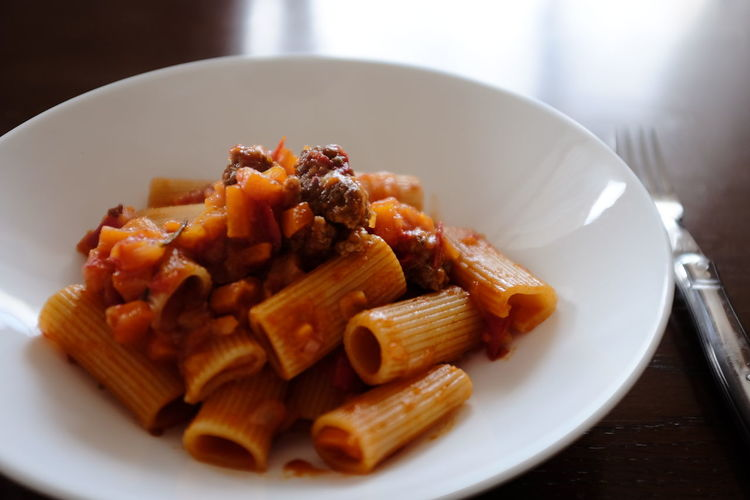 Rigatoni my love Showcase: January Food Foodphotography Food Photography Ragu Bolognese Rigatoni Pasta Pastalover Pasta For Lunch Lunch Pranzo Pausa Pranzo Lunch Time! Lunchtime EyeEm Gallery Eyeemphotography Elle A Table Table Tavola Déjeuner