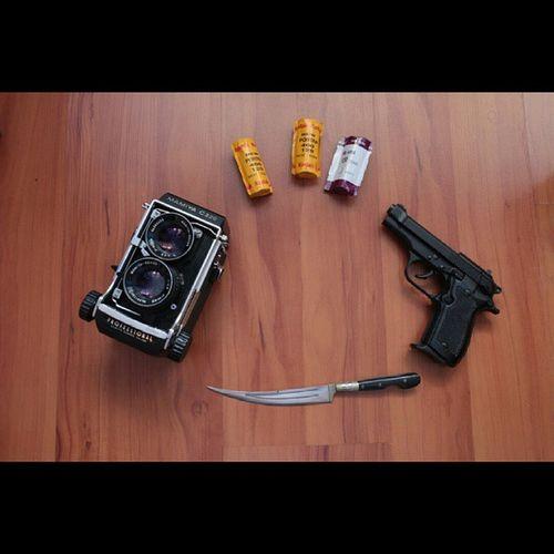 Gördüğümü çekerim, çekersem vururum.. ?? Analog Mamiya Mamiyac220 6x6 mediumformat analogcamera analogue filmisnotdead filmphotography film gun silah trabzon tisas fatih13 7-65mm surmenebicagi bicak