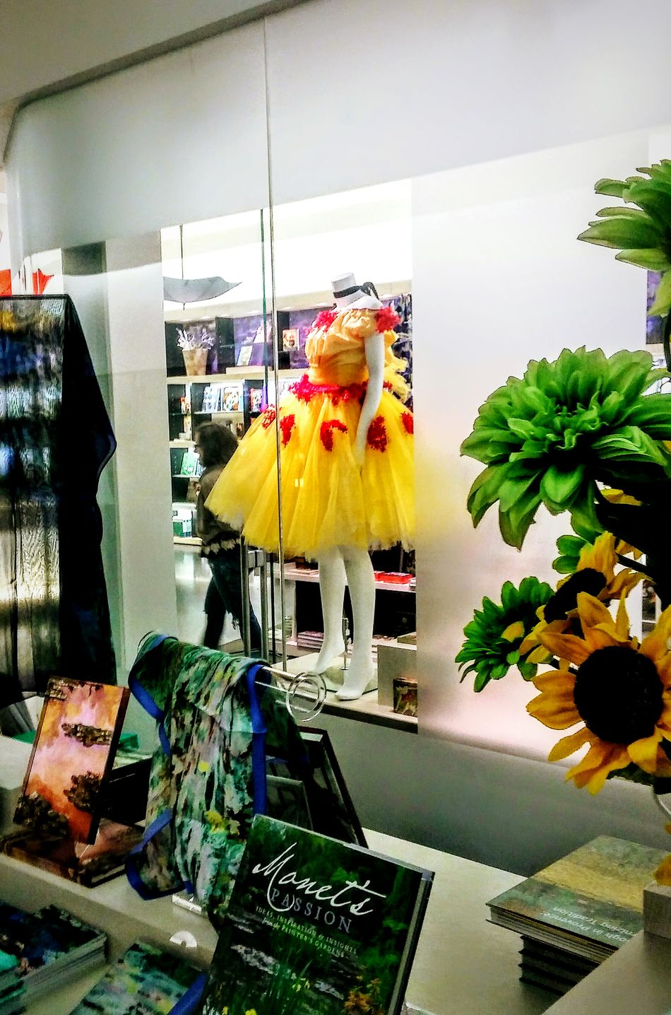 Indoors  EyeEm Gallery Sunflowers ♥ Book Store Museum Of Fine Arts Museum Store Irwin Collection Ballet Dress