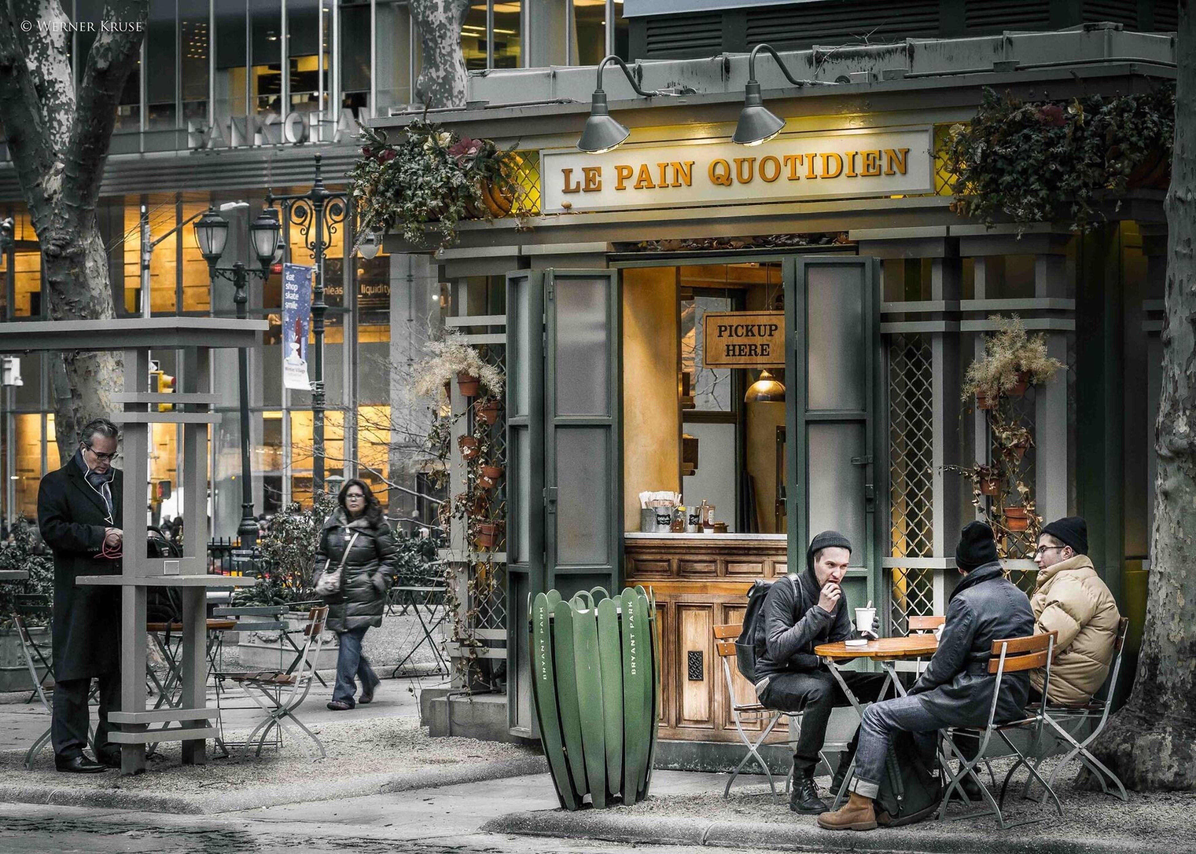 Le Pain QuotidienStreetDo[a:The Street Photographer - 2016 EyeEm AwardsnNYCgNew YorkhCityscapes]Streetphotography]New York City]CafeSBryantpark