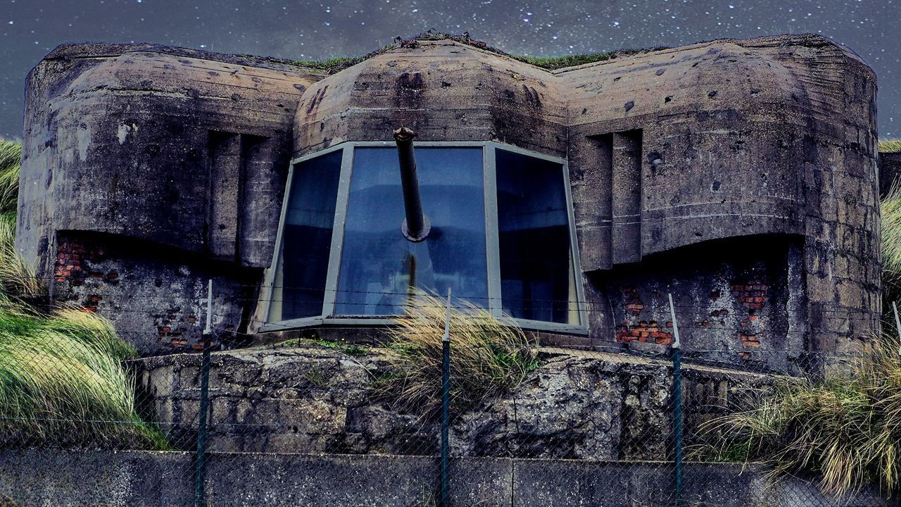 architecture, built structure, building exterior, no people, window, abandoned, house, outdoors, day, low angle view, sky, tree, nature