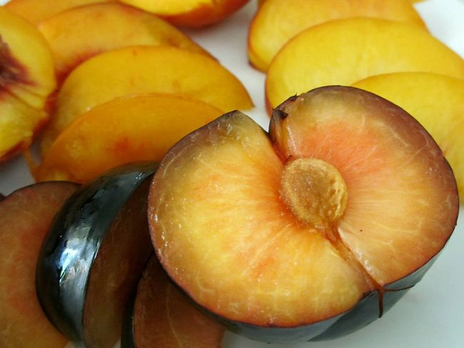 juicy, sweet plum Healthy Eating Sliced Fruit Plum Freshness Close-up No People Food Freshness Fruit Sliced Fruits Fruits