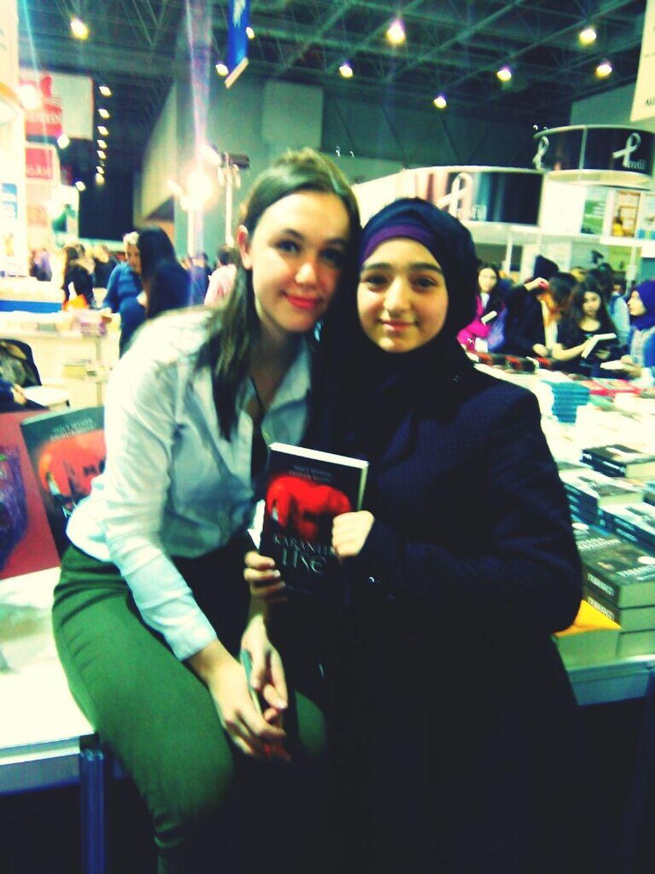 Demir'imin yaratıcısı Alya ile sucak bir sohbetten sonra sonunda kitabı imzalattım 😄😄😁😍😉☺😃😊