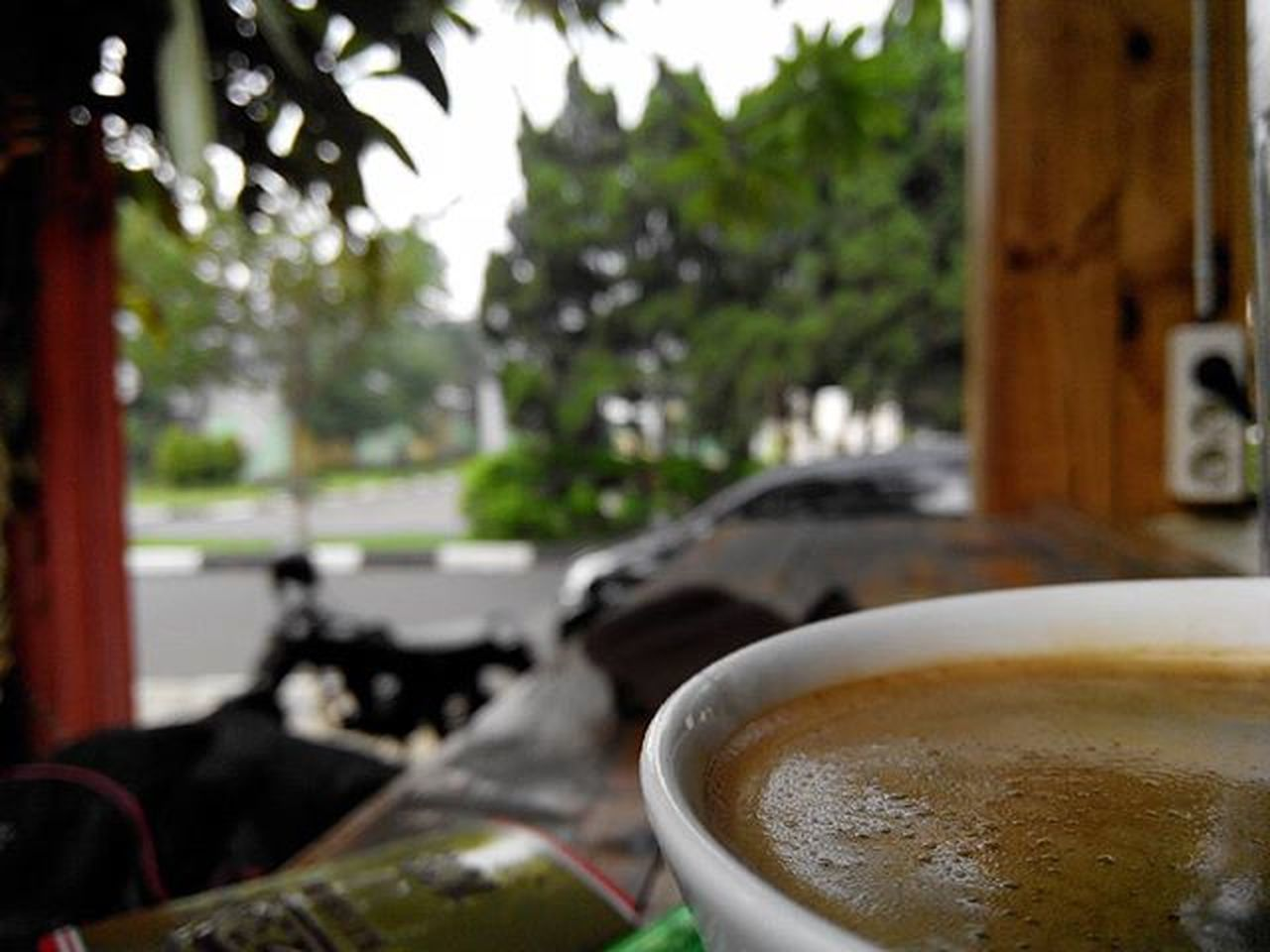 di Seduh dulu... biar Teduh ... biar Tenang ... Kopihitam aja... biar Klasik ... 😊 Kamitetapbuka Kalogatutup Udahgituaja 😁 Yasminrayasektor3nomer6 Bogor Afternooncoffee Lenovotography Pocketphotography Photooftheday Photostory Lzybstrd Journey