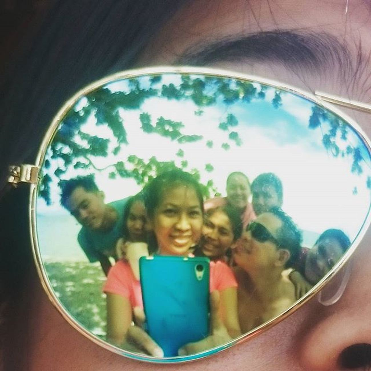Another shot for THE PESKIES BAYWATCH: Ooohhh look who's here on my flash lens? Cool kids. 😎😄😁👍👌 Peskiesonthego PlainHappiness November182015 Escapade Latepost KristinaEPICOLAF KristinaEpicCatIdeas Sonyverse XPERIA ICAN BeMoved
