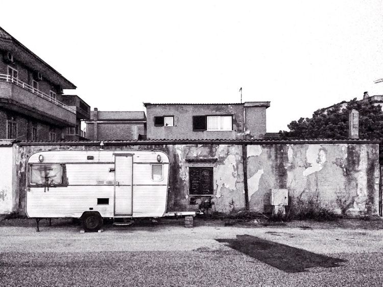 Urban Urban Decay Caravan Wall Cracked House Vintage Old Hanging Out Taking Photos Blackandwhite Monochrome Street Streetphotography 2016 EyeEm Awards