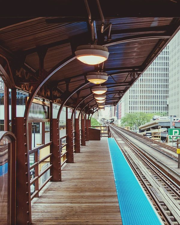 Urbanphotography Chicago Elevated Train Station Eye4photography  EyeEm Plattform City Architecture Illinois Metro Metro Station Loop The Loop Blue Line From My Point Of View EyeEm Gallery Eye4photography  Rails Railway Station Learn & Shoot: Leading Lines Lamps Lampporn Subway Station