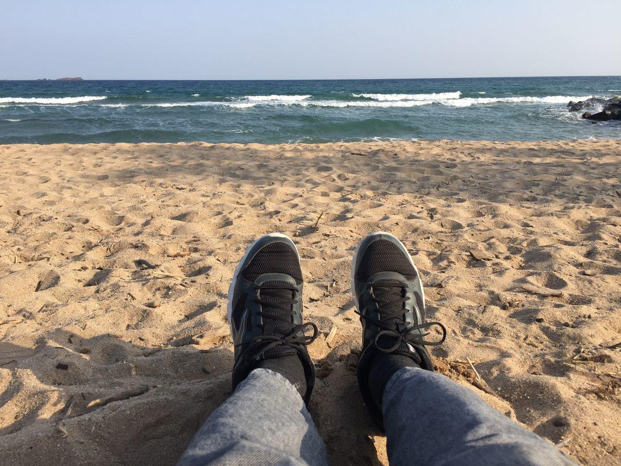 Bien dans mes baskets et bientôt sans les baskets 😃😉 Sea Beach Tranquility Water Mer Mediterranée Méditerranée Mer Côte D'Azur Bord De Mer Sable Foot Pieds Sky Ciel