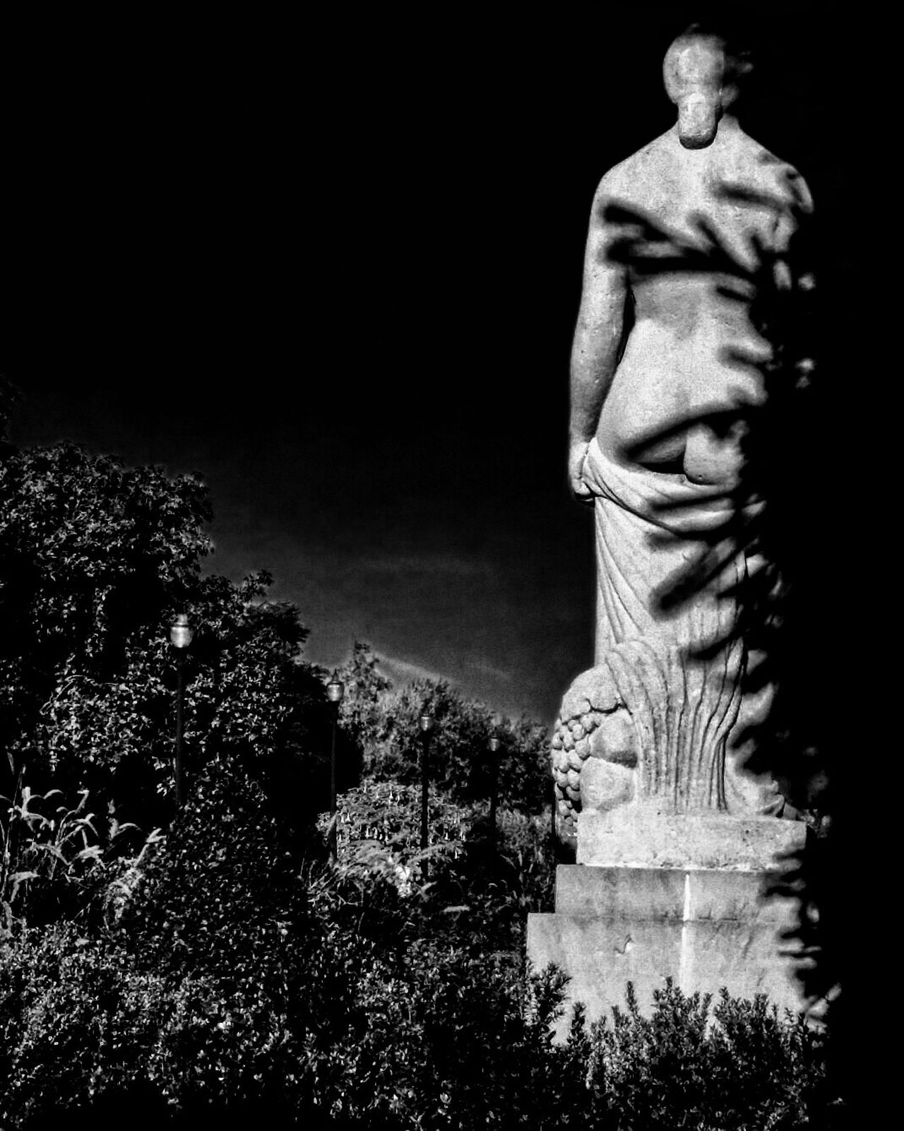 Statue Human Representation Art And Craft Sculpture No People Outdoors Sky Day Blackandwhite Photography Streetphoto_bw Blackandwhite Barcelona Bnw_captures Bnw_collection EyeEm Gallery Streetphotography