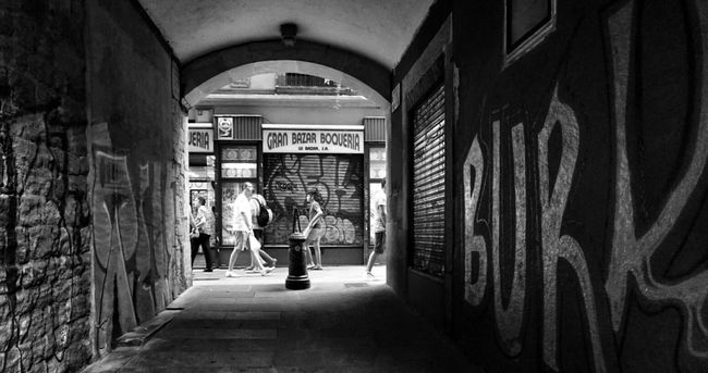 Burk..... Blackandwhite Monochrome Streetphotography Light And Shadow Mi Serie Barcelona