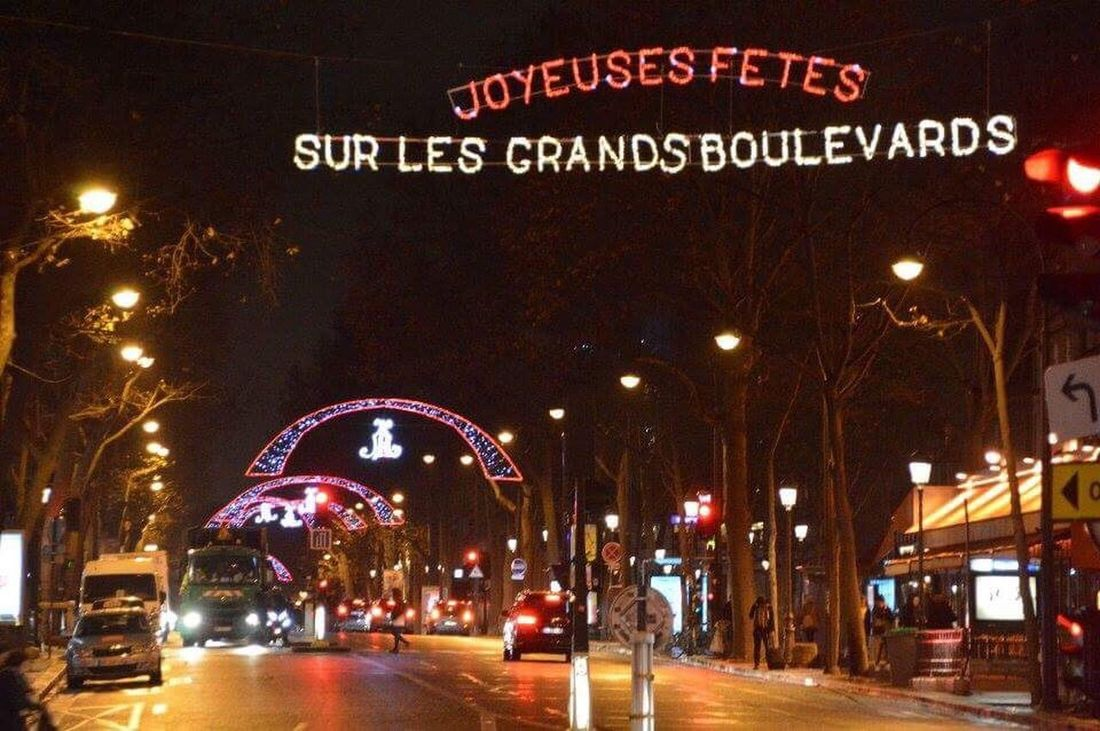 Boulevard parisien devant la place de la république Place De La République Paris, France  ParisByNight Republique Boulevard Bd Boulevards Parisien Boulevard Parisien Place De La République Paris Illuminated Night Text City Christmas Christmas Decoration Celebration Architecture Christmas Lights Nightlife Outdoors No People