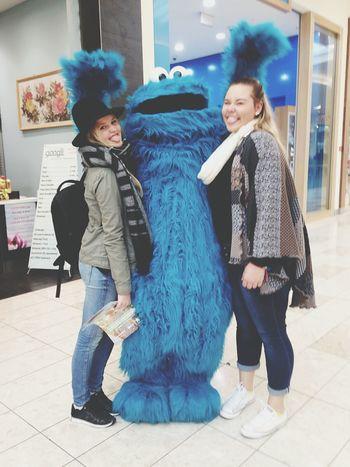 Ahhhh I met the cookiemonster 😍 Cookies Monster Blue Cookiemonster Fun Hanging Out Cheese! Enjoying Life Traveler Traveladdicted