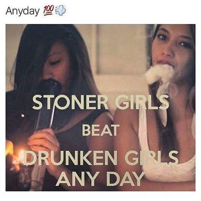 Stoners Girls Sweet Sexybeast Weed Kush Marijuanamodels Smokeyeye Roll Crush Bong