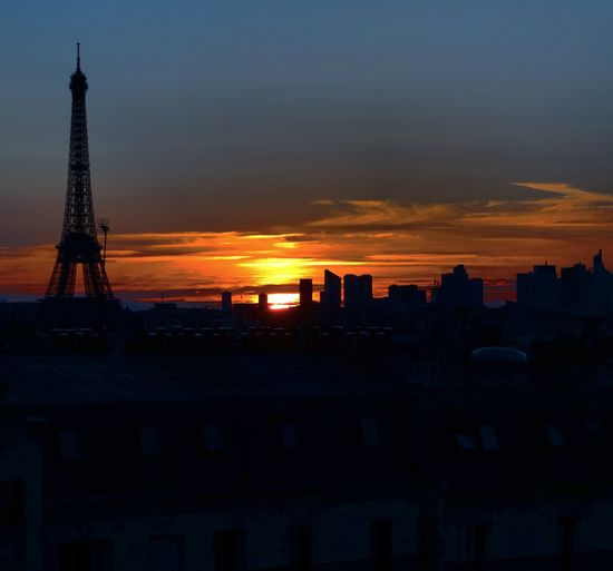 Sweet. Paris France Rooftop Sunset Sunset_collection Sunset_captures Tour Eiffel Eiffel Tower Skyporn Sky_collection