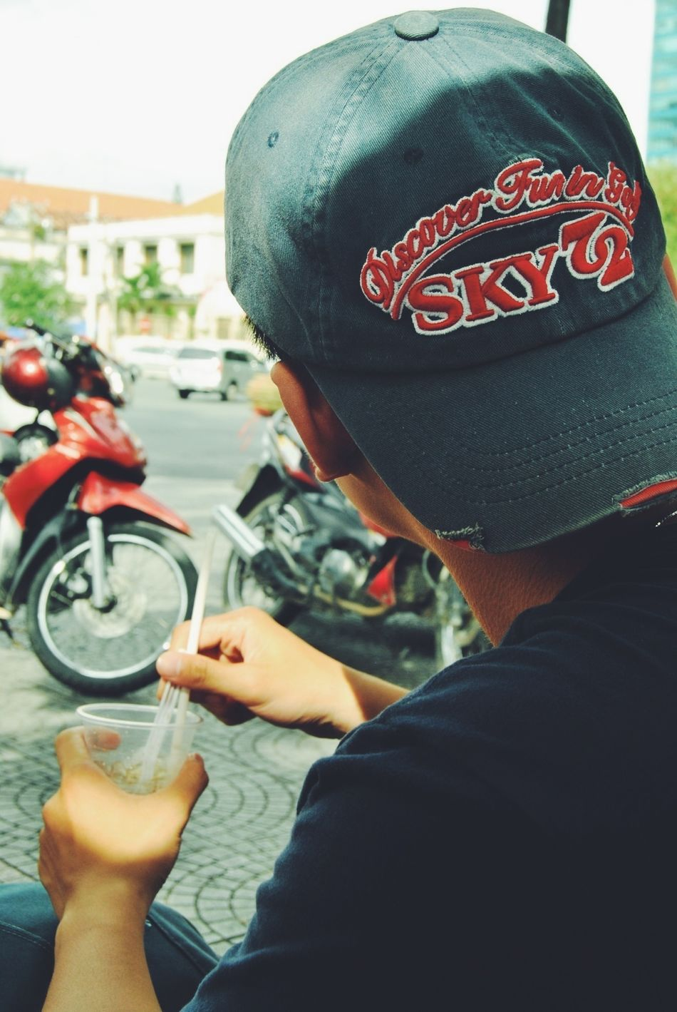 Thằng vé số (Chụp bởi: Lùn) #vscocam #saigon #coffee #caphebet EyeEm Best Shots Coffee Saigon Vscocam