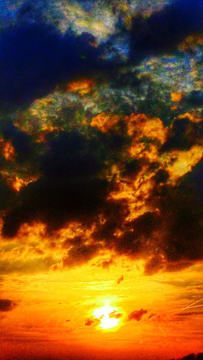 Sunset Sunset_collection Sun Clouds And Sky Clouds Sky Nature Nature_collection Nature Photography Nightphotography Sunshine Light And Shadow Light Cloudscape Taking Photos Illuminated Light Effect Eye4photography  EE Love Connection! Eyem Best Edits Eyemphotography Edit
