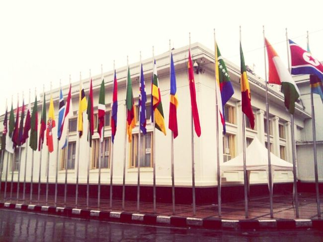 Raise the flags up, the rain roll in Indonesian Street (Mobile) Photographie ID-andrography Andrograhy Streetphotography