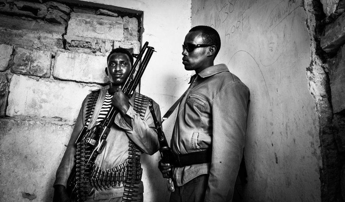 Al Shabab Civil War History Clans Clans Of Wars Fighting Men Mogadishu, Somalia Somalia Terror The Photojournalist - 2017 EyeEm Awards Two People War Weapon AK47 Amunition Civil War Bürgerkrieg Gewalt EyeEmNewHere Hostile Environment Threat