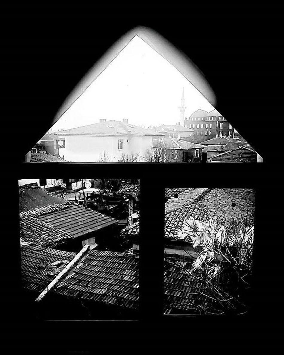 Belki de bir köyün kış terkedilmişliğindeydi, huzur. Günaydın Goodmorning Edirne Ipsala Küplü Türkiye Turkey Blackandwhite Siyah Beyaz Anıyakala Fotograf Photooftheday Photographer TBT  Tb Manzara Kış Winter Yağmur Ruzgar Wind çatıkatı Instagood Instamood instagram igers igdaily vsco vscocam
