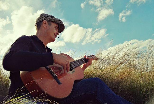 Cloud Summer Outdoors Countryside Relaxation Beauty In Nature Guitar Guitarman Enjoy Life Enjoying Life Derbyshire Longgrass Summerdays  Musicman Grassy Lazysunday Gorgeousglen Peopleandplaces