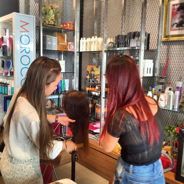 นักเรียนเดินทางมาจากเมืองนอกเพื่อมาเรียนต่อผมต่อขนตากับร้านไอเฟรนด์เพื่อไปประกอบอาชีพ www.i-friendonline.com #ร้านไอเฟรนด์ #สอนต่อผมทุกแบบ #สอนตาอขนตาเส้นตาอเส้น Hairextension