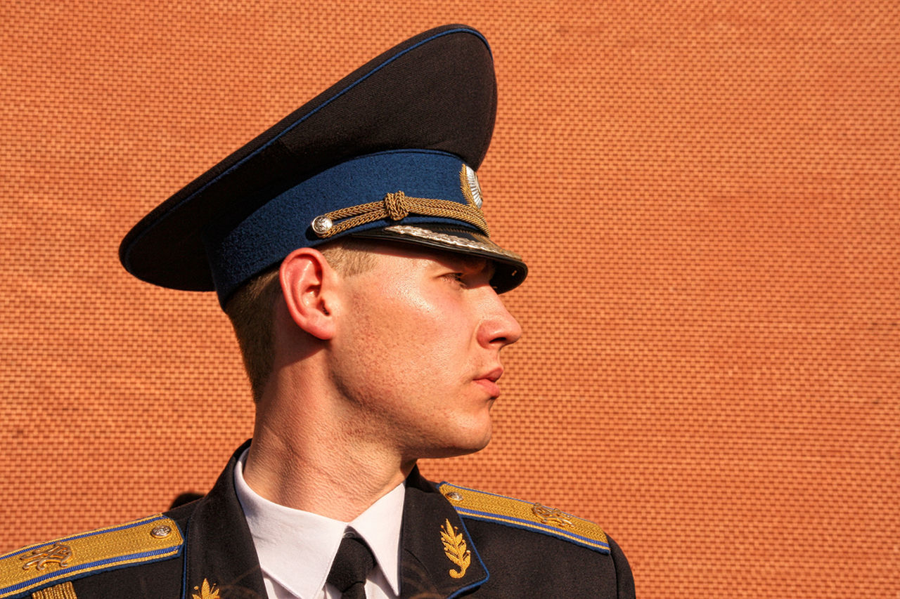 Russian soldier with Kremlin wall Adult Adults Only Gardian Headshot Kremlin Moscow One Man Only One Person Only Men Russia Soldier Wall