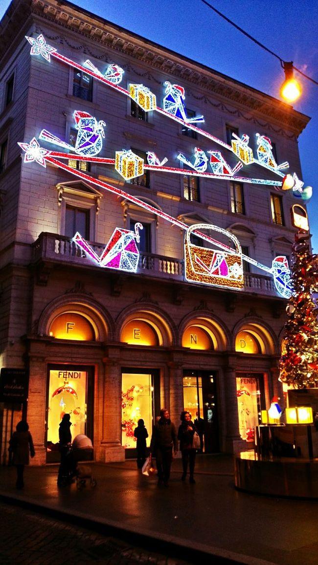 Il negozio di Fendi a Roma stupisce ogni anno… Fendi Shopping Walking Around Interesting Pieces Architecture Luxurylifestyle  Luxurylife Luxury Colour Of Life