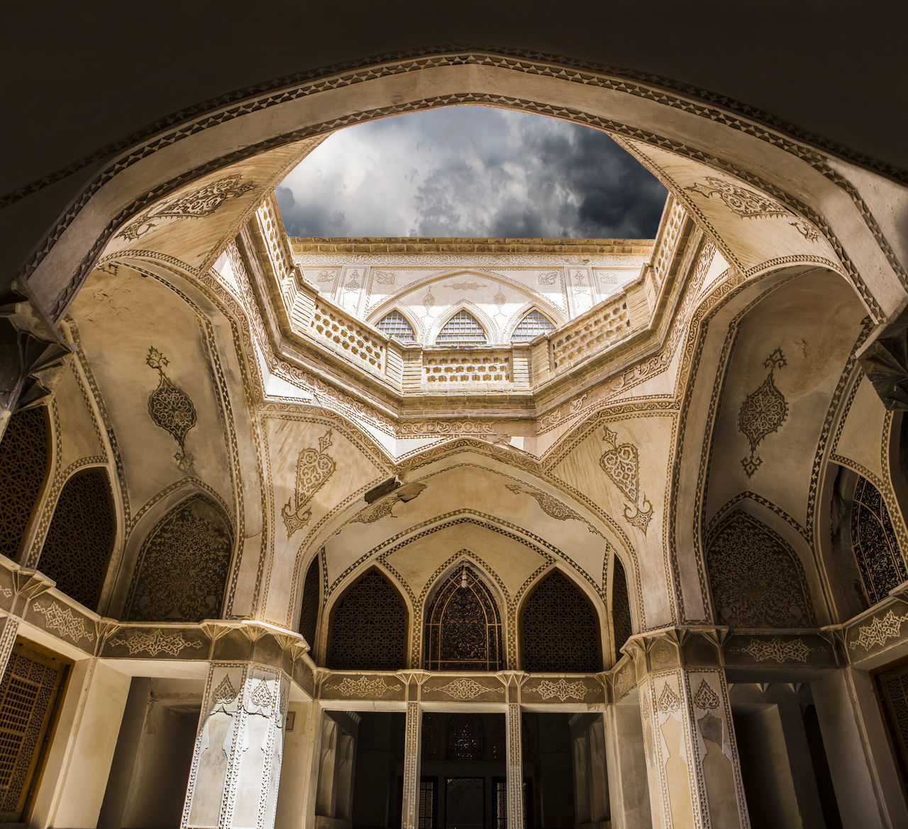 Here is Abbasian House in Kashan and i love the architect of Kashan house because its too much working on walls and roofs like a carpet have design . Abbasian Architecture Architecture_collection Iran Iran Street Photography Kashan Neighborhood Map The Architect - 2017 EyeEm Awards The Great Outdoors - 2017 EyeEm Awards BYOPaper! Live For The Story Place Of Heart