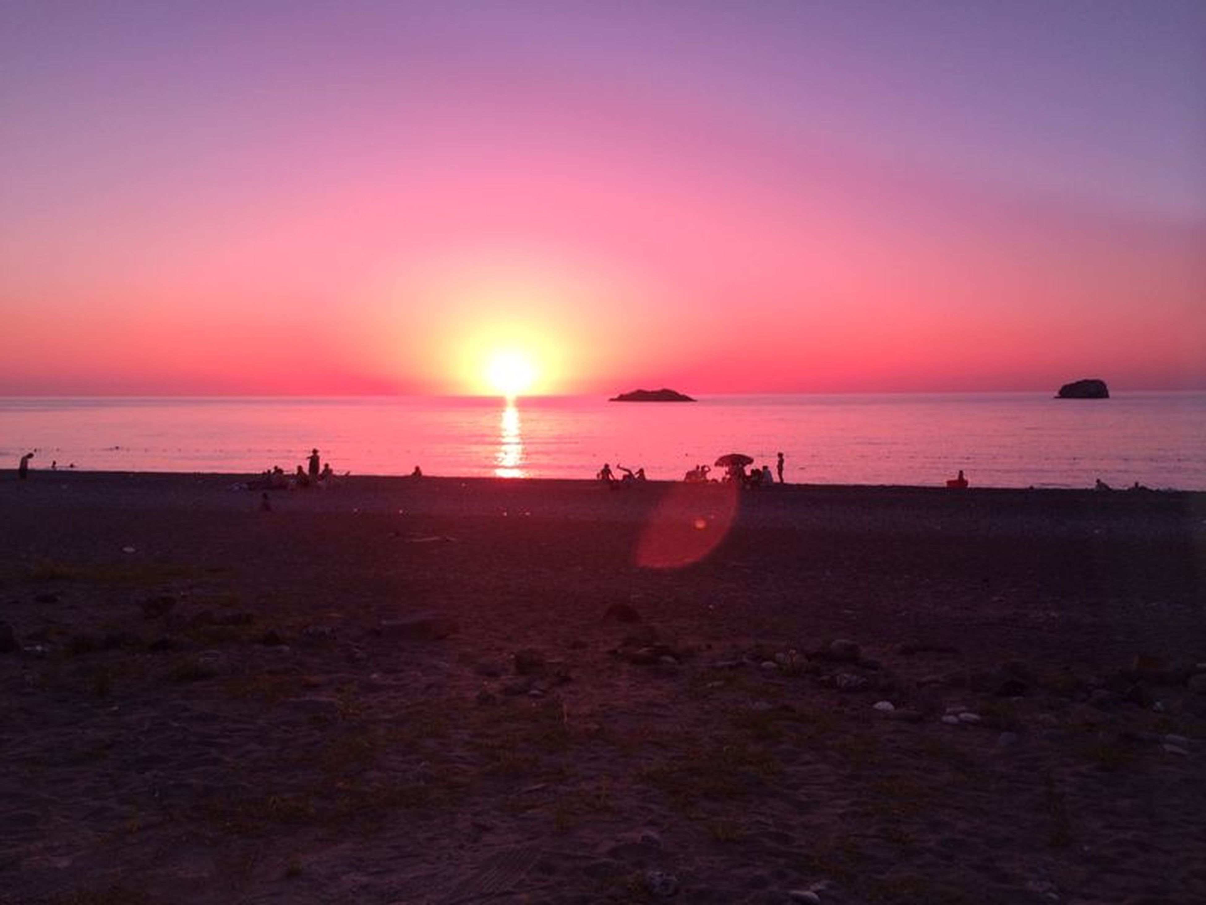 sea, horizon over water, beach, water, sunset, shore, sun, scenics, beauty in nature, tranquil scene, tranquility, sand, sky, nature, vacations, idyllic, orange color, incidental people, sunlight, large group of people