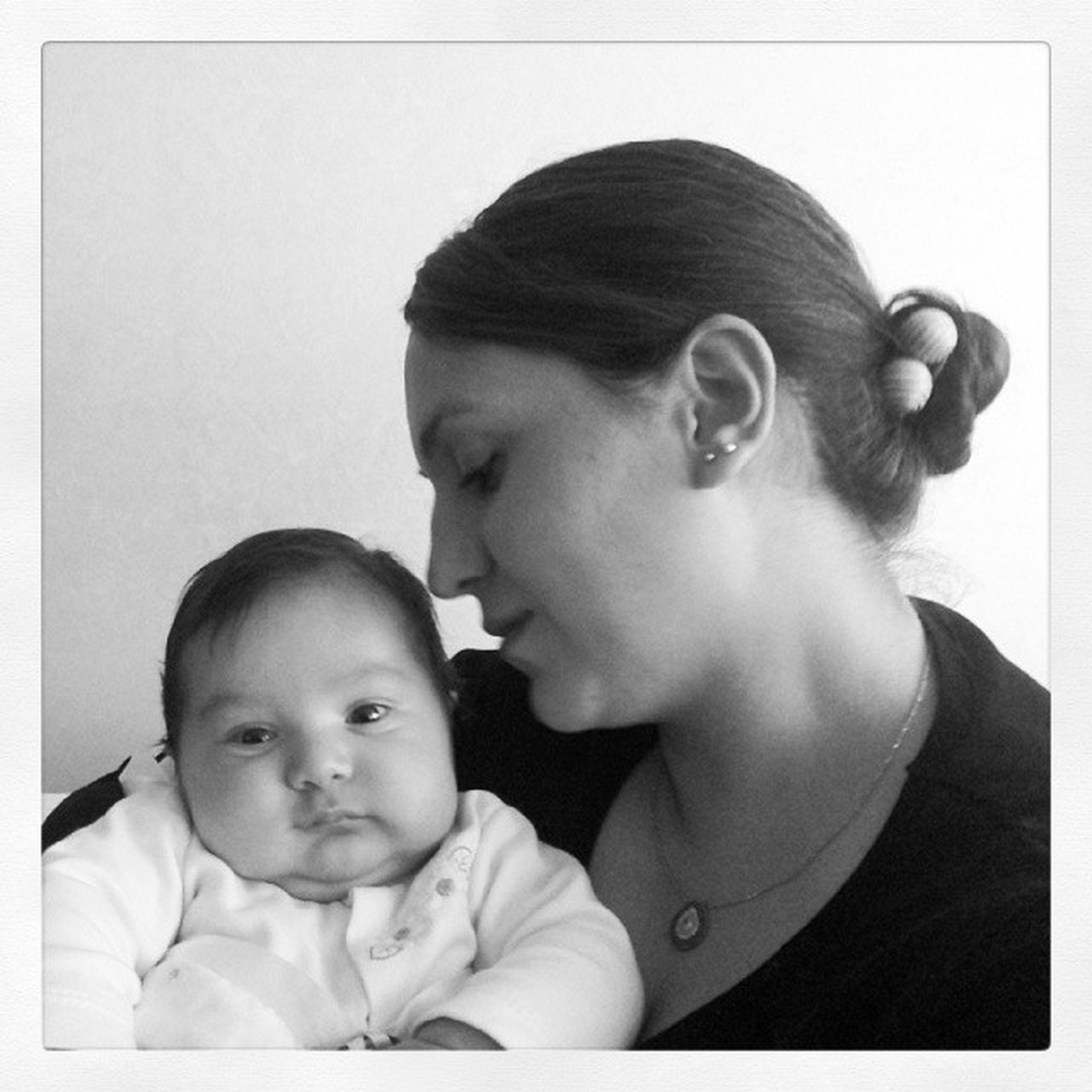 Bebisiyle Mutlu  Nefesim Canim kuzum