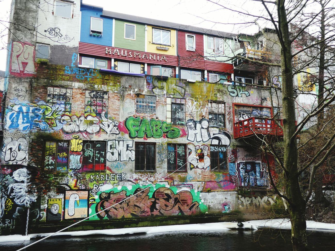 Graffiti Street Art Building Exterior Urban Lifestyle City Life Walking Around Taking Pictures Akerselva Hausmania