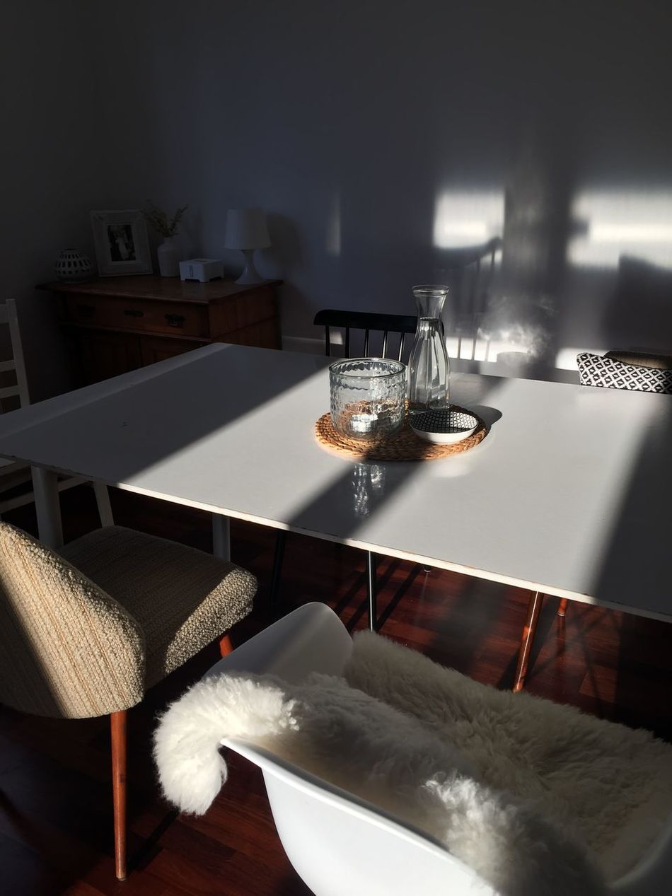 Chair Esszimmer Furniture Glass Home Home Interior Indoors  Inneneinrichtung Licht Light Möbel Schatten Shadow Sonnenlicht Stuhl Stühle Sunlight Table Tisch Zuhause
