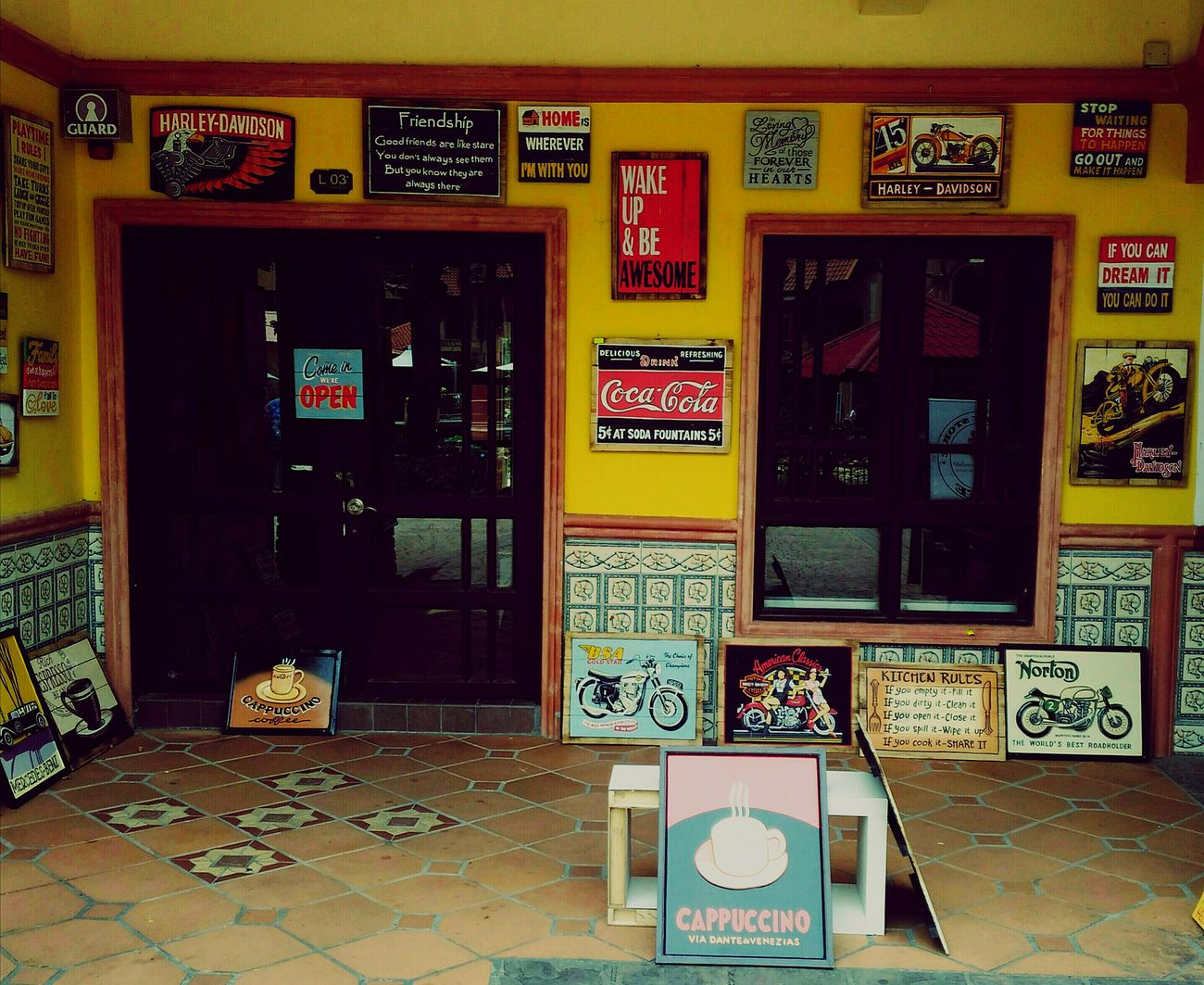 This is one 'Classic' Vintage Cafe. Vintage Cafe Unique Style Oldschool Vintage Street Photography Moment Captures