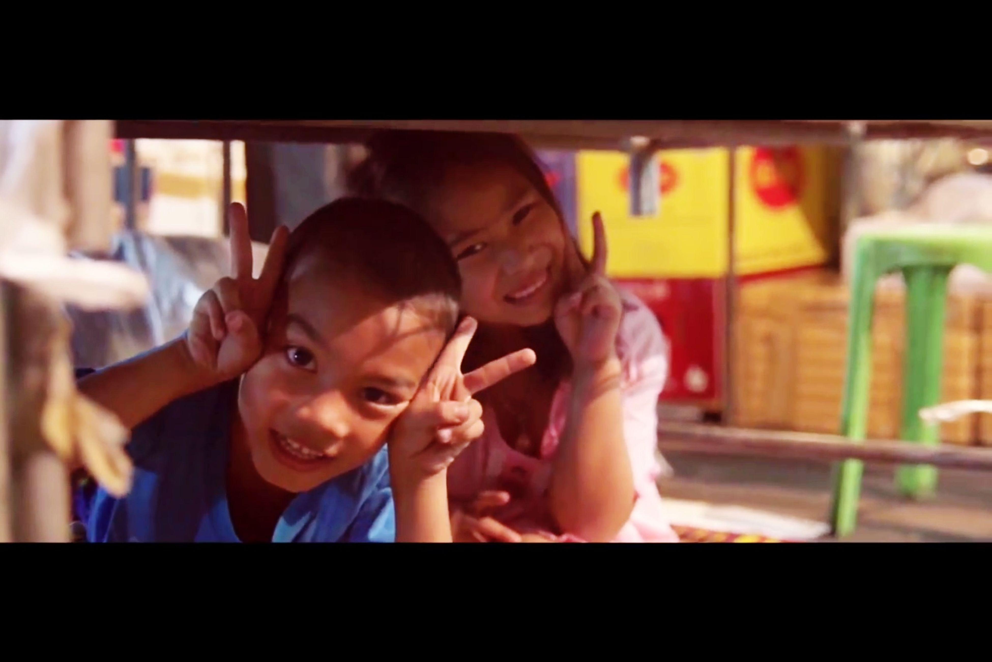 EyeEmBestPics Bangkok Nightlife Smile Capture Music Video Artist Cr.อพาร์ตเมนต์คุณป้า รักในมหานคร