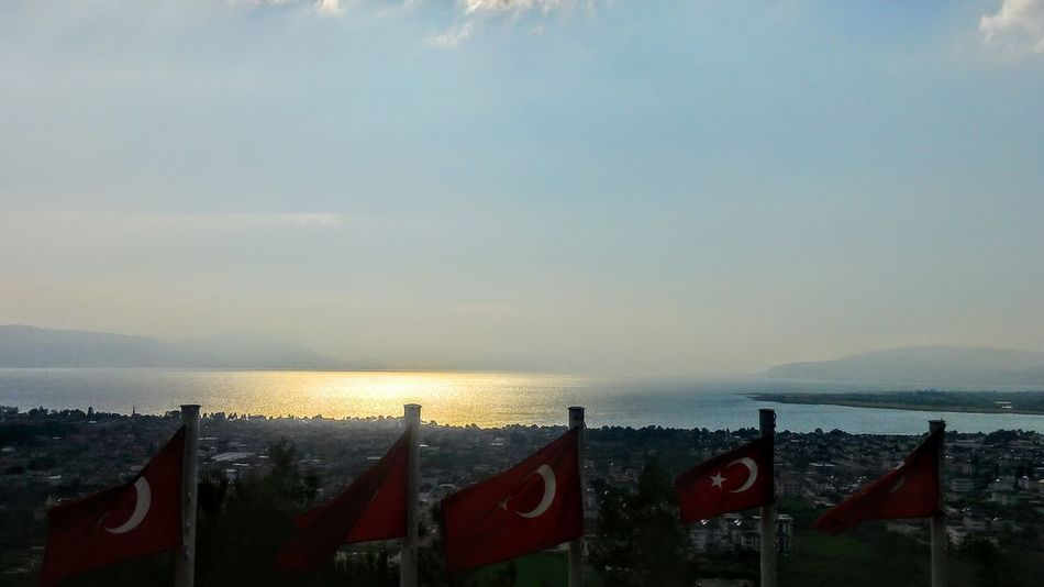 Colors Historycal Place Red Sky Izniklake Lake Flags Redflag Turkey Turkishflag Turkey ♡