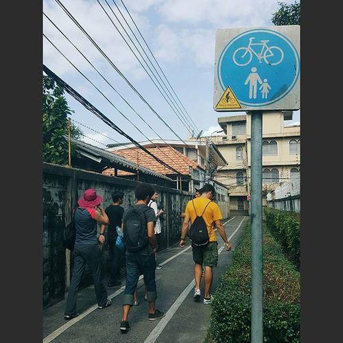 And we walk. Explorebkk Streetview Streetphotography Peoplewatching Travel Travelshots Walking Streetsign Bangkok Thailand