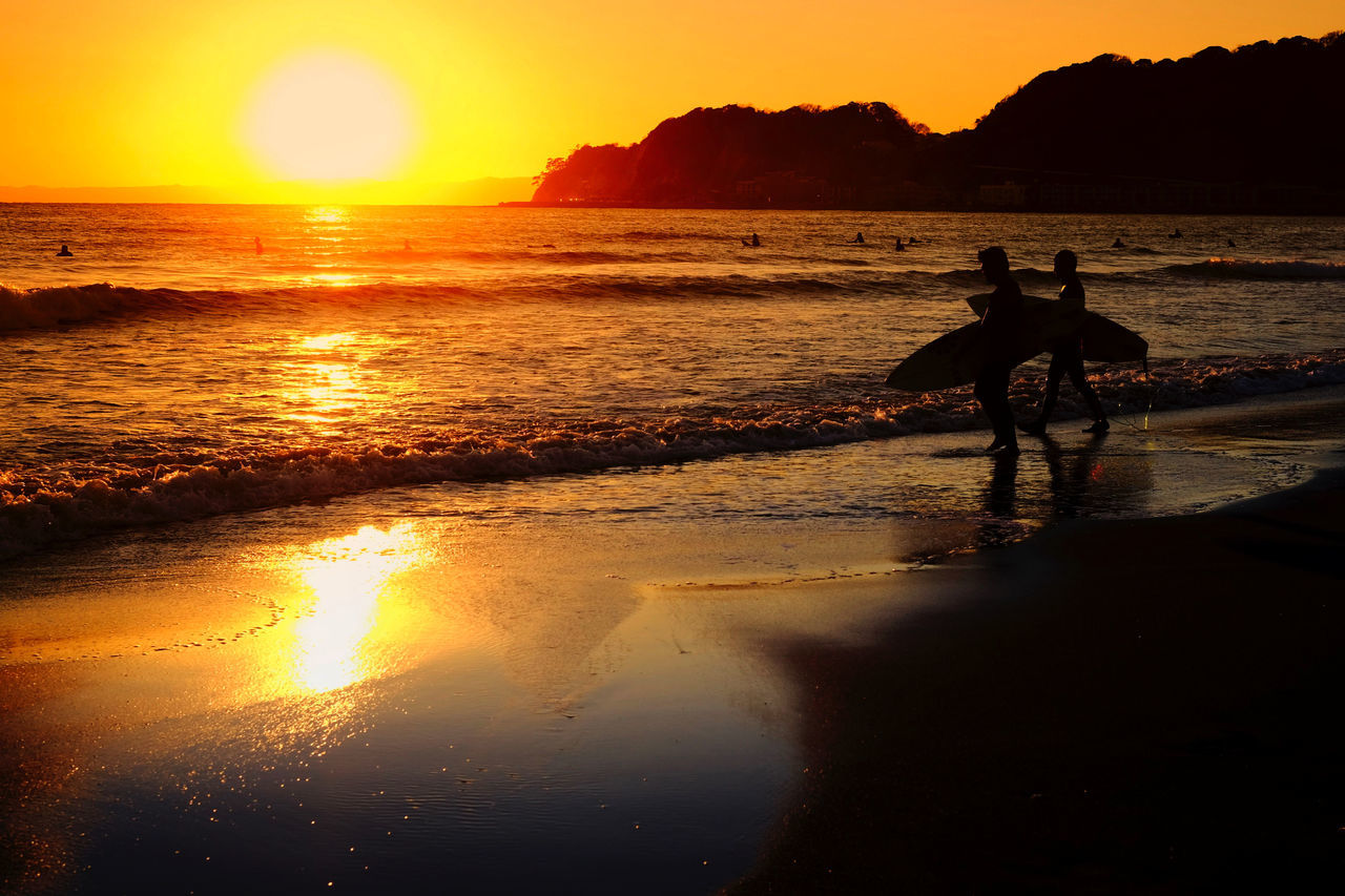 Adults Only Beach Beauty In Nature Full Length Horizon Over Water Men Nature Only Men Orange Hue Outdoors People Reflection Scenics Sea Setting Sun Silhouette Sun Sunset Surfer Water Yellow Hues