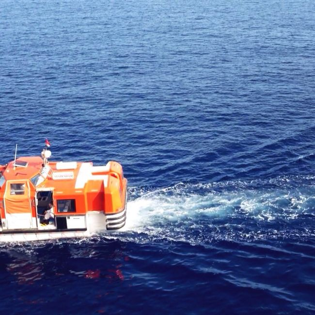 Vhoto Cruise Lifeboat Orange Pacific Ocean