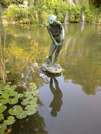 Szobor a Margit sziget japánkertjének vizében - Sculpture on the pond of the Japanese garden of Margit sziget, Budapest, hungary Budapest Budapest, Hungary Budapest_hungary Day Green Color Margit Sziget Mirror Reflection Mirrored Outdoors Pond Reflection Scenics Sculpture Sculpture In The City Sculpture On Water Tranquil Scene Tranquility Two Is Better Than One Urban Urban Exploration Urban Landscape Urban Photography Urbanexploration Urbanphotography Water