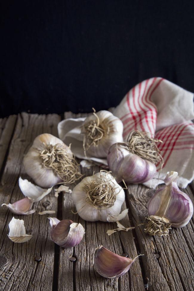 Garlic bulbs and cloves Close-up Day Focus On Foreground Food Foodporn Garlic Garlic Bulbs Garlic Clove Garlic Cloves Ingredient Linen No People Rustic Still Life Wood