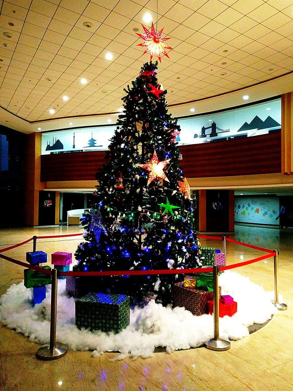 christmas, christmas tree, christmas decoration, tradition, celebration, christmas lights, indoors, illuminated, holiday - event, christmas ornament, no people, architecture, tree, day