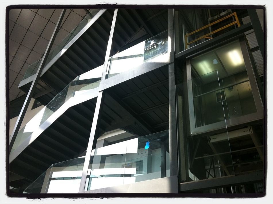 El invento de las escaleras nos permite construir en altura. El invento del ascensor, nos permite acceder a esa altura. Stairs Elevator Escaleras Barreras Arquitectónicas