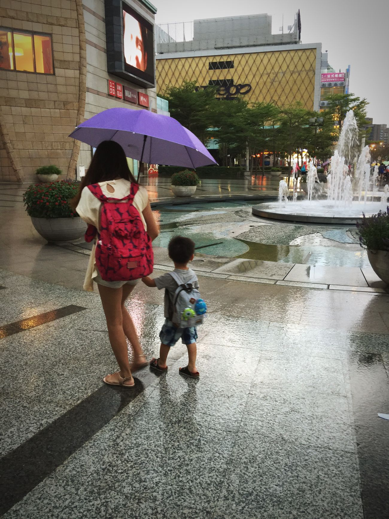 Mommy, I wanna play in the fountain. No it's rainy now. Then I would like to play in the rain. Motherandson  Mywords Lovelypic Taipei MIRAMAR  Fountain Rainy Days